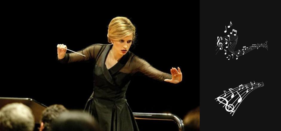 mujer dirigiendo una orquesta sinfónica
