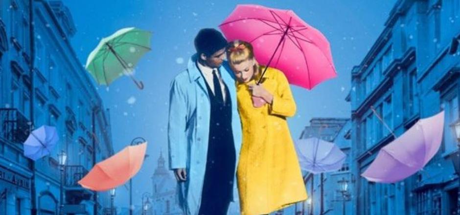 hombre mujer con paraguas de colores